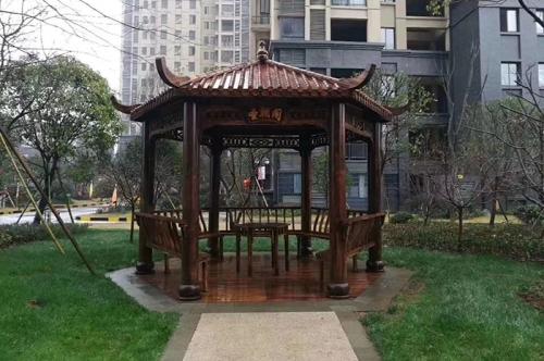 碳化木六角凉亭